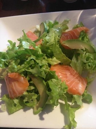 "Chambly, France : salade ""de"" saumon"