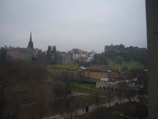 Mercure Edinburgh City - Princes Street Hotel: hotel room view