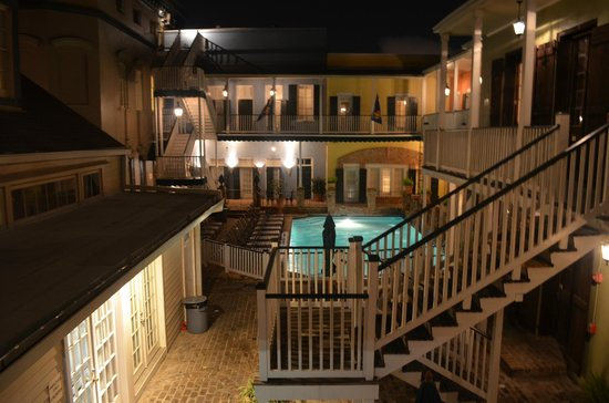 New Orleans Courtyard Hotel: Pool at Night