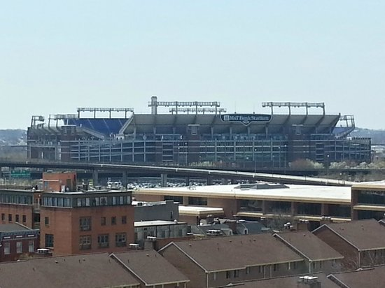Sheraton Inner Harbor Hotel: Ravens stadium as seen from my room
