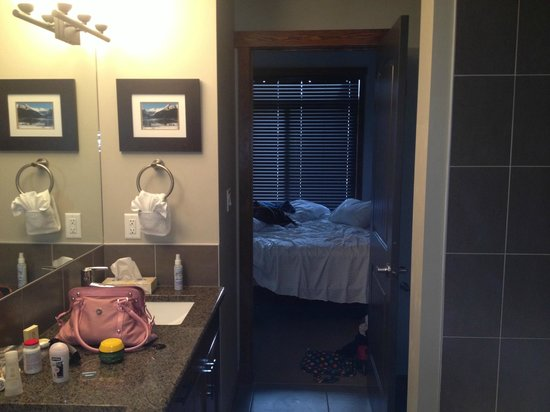 StoneRidge Mountain Resort: Bathroom to bedroom