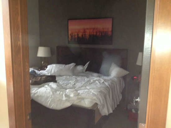 StoneRidge Mountain Resort: Messy comfortable Kingbed