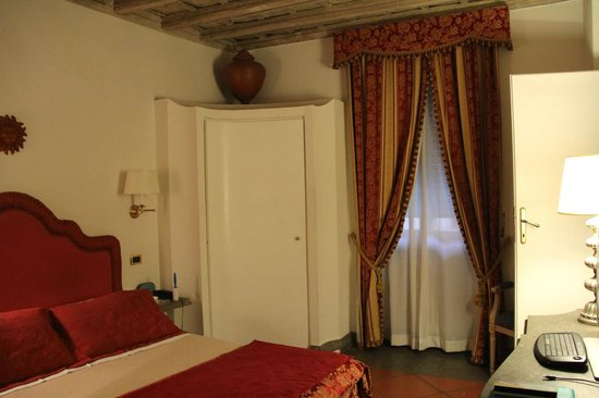 Albergo del Sole Al Pantheon: Room with a closet