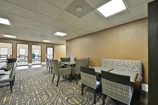 Comfort Inn & Suites at Stone Mountain: Breakfast Area