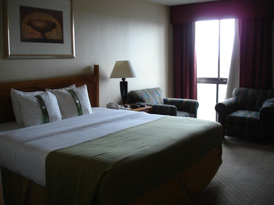 Holiday Inn and Suites Tucson Airport North: bed