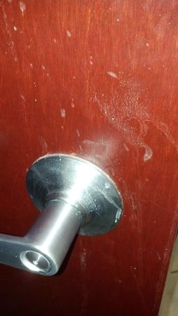 Comfort Inn & Suites Amarillo: Filthy door know going into bathroom