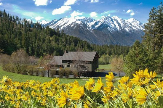 Mountain Home Lodge: Spring in the Cascades of Washington