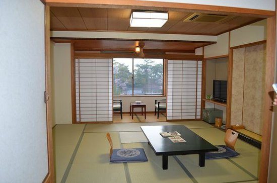 Miyajima Hotel Makoto: room with seating area separate