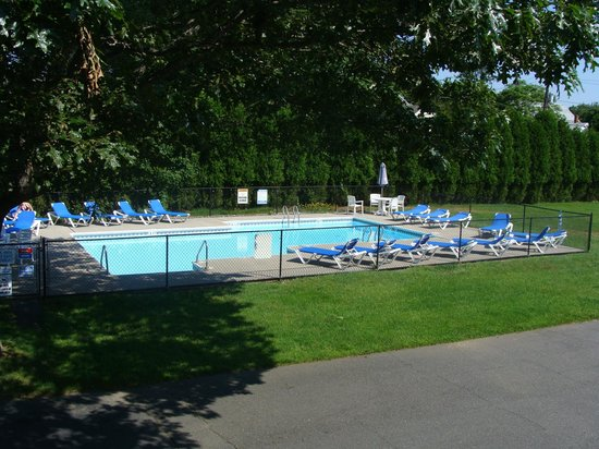East Marion, NY: pool view from upstairs
