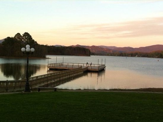Ridges Resort & Marina: relaxing in the evening