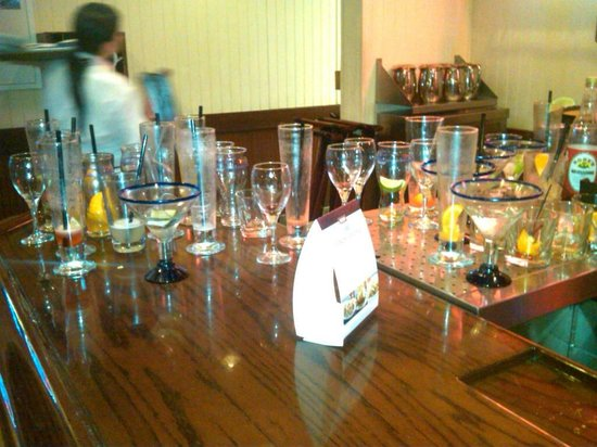 Red Lobster Appleton Wi Bar Overflowing W Used Glasses