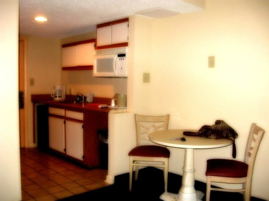 Bar Harbor Motor Inn: mini kitchen area