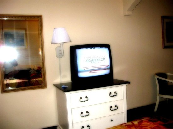 The tv is small picture of bar harbor motor inn myrtle for Bar harbor motor inn myrtle beach