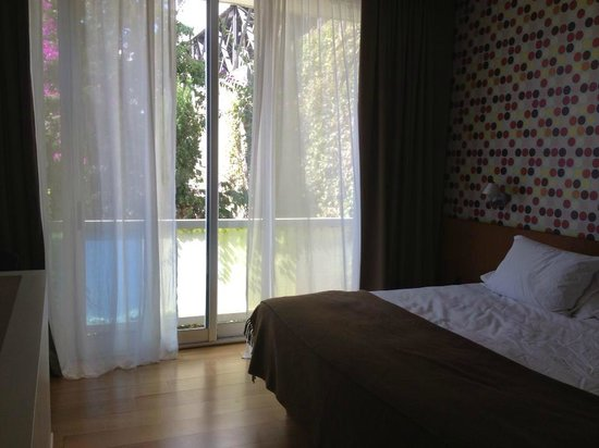 Hotel Vitrum: Great room with a view of the garden