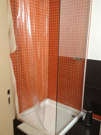 Hotel Vitrum: Modern bathroom