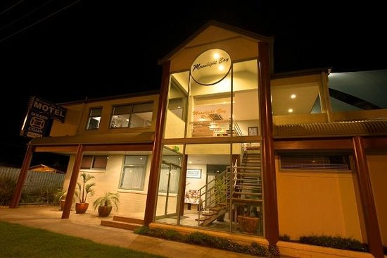 Rye, Australia: Front entrance night view
