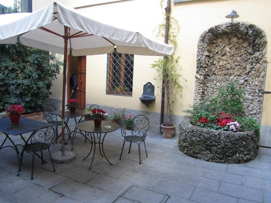 Residenza Il Villino: The best courtyard!