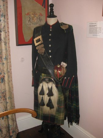 The uniform of an invercauld highlander picture of for Uniform at spa castle
