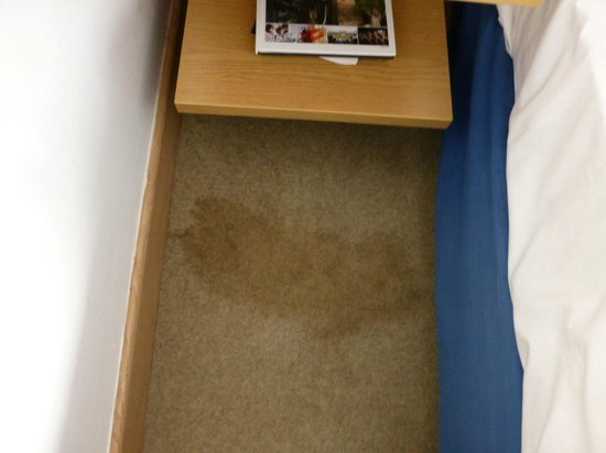Park Inn by Radisson Nottingham : ??? vomit stained bedroom carpet 