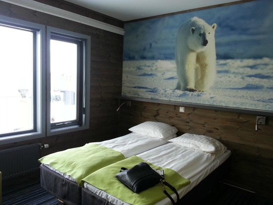 Svalbard Hotel: Nice picture above bed!