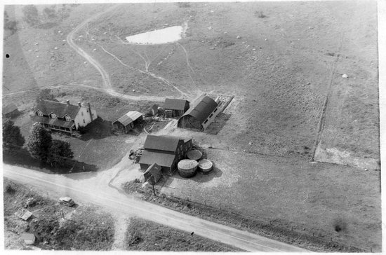 Wallkill, นิวยอร์ก: AIREAL VIEW OF THIS FARM IN 1939