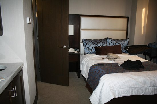 The Pearl Hotel: room