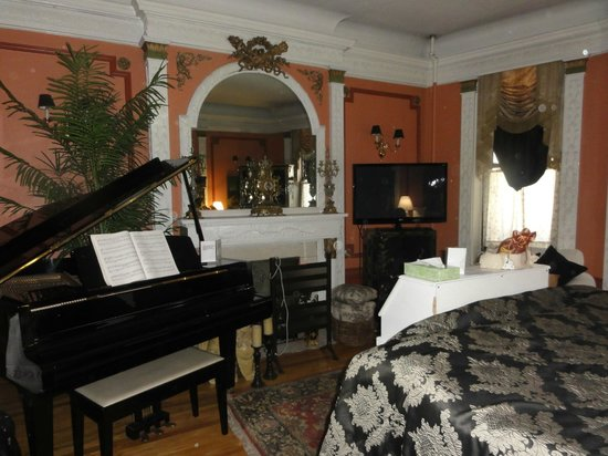 The New York Renaissance Home : Piano room
