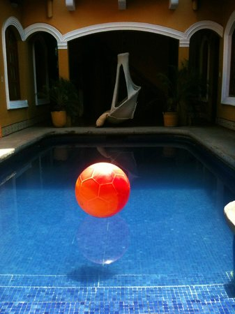 Casa del Agua: The refreshing pool in the courtyard.