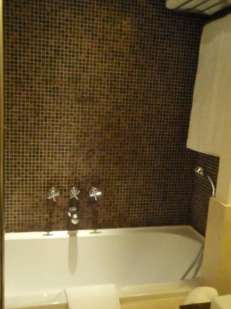 Charming House DD724: Shower Bathroom Room G