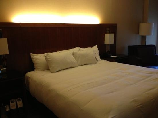 ‪‪Hyatt Regency Crystal City‬: king bed‬