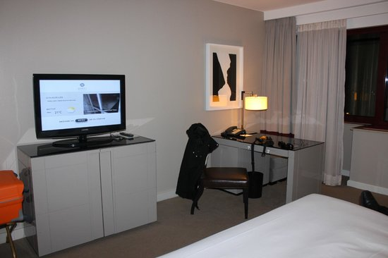 Hyatt Regency Cologne: Our room in the 6th floor