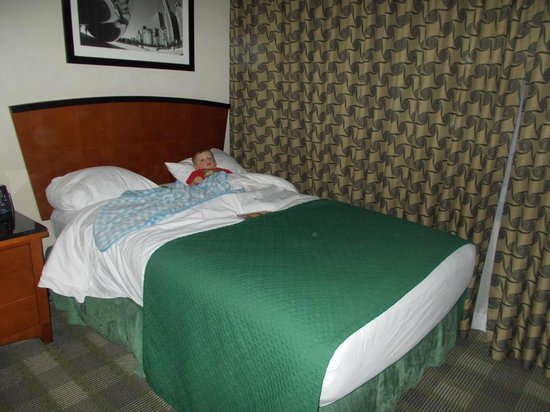 Embassy Suites Hotel Chicago Downtown Lakefront: A big bed for a sweet little boy