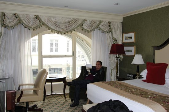 Willard InterContinental Washington: Room With Large Window
