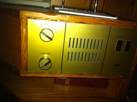 Dunadry Hotel: Redundant bedside radio