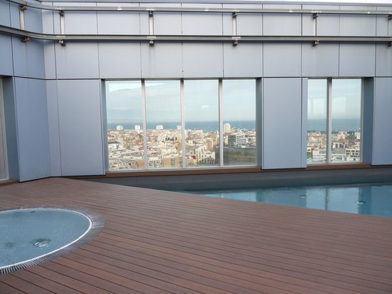 Novotel Barcelona City: Roof terrace with swimming pool