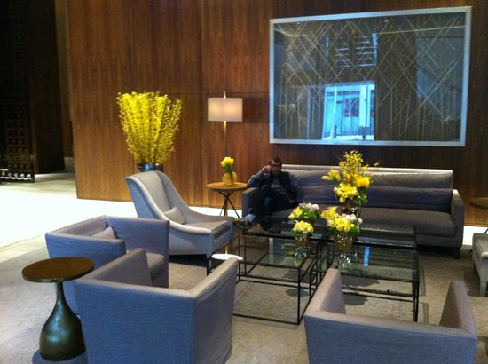 Four Seasons Hotel Toronto: entry lobby