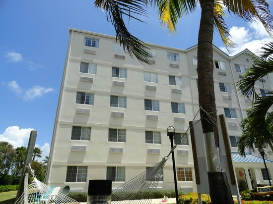 Comfort Suites Seven Mile Beach: The back of the hotel