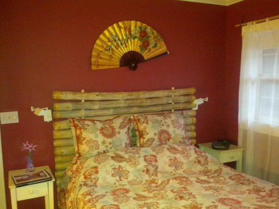 Old Town GuestHouse: Oriental Poppy bed