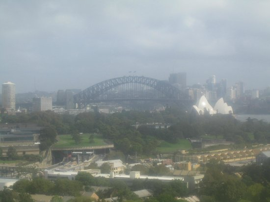 Holiday Inn Potts Point - Sydney: View from 8th floor harbour view room