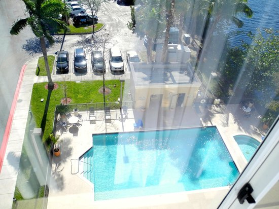 Homewood Suites Miami-Airport / Blue Lagoon: View showing the pool