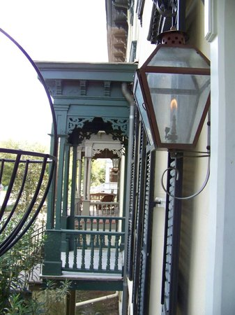 The Olde Savannah Inn: Gal Lit Front Porch Light