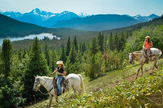 Gold Bridge, Canada: Horseback from the lodge