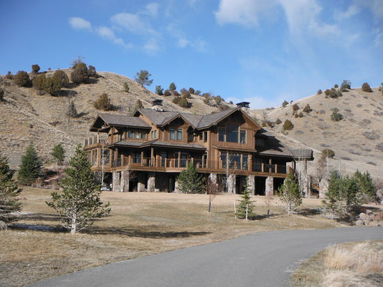 Grey Cliffs Ranch: 5,200 acre ranch