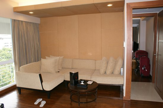 FuramaXclusive Sathorn: Lounge area - room 901
