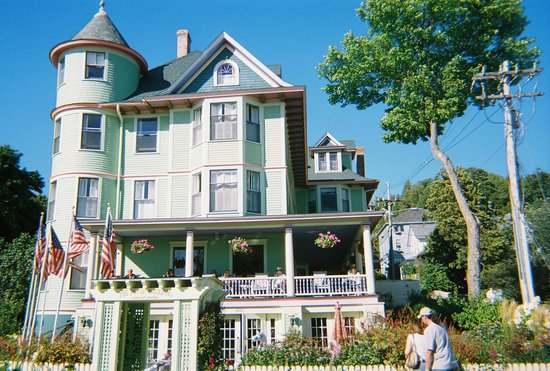 Inn on Mackinac: Simply a Doll House