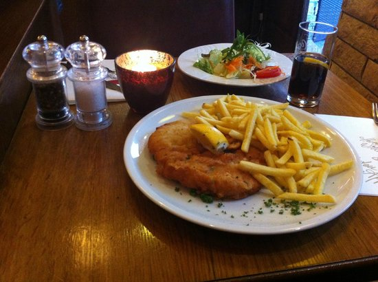 wiener schnitzel foto van altstadt restaurant d sseldorf tripadvisor. Black Bedroom Furniture Sets. Home Design Ideas