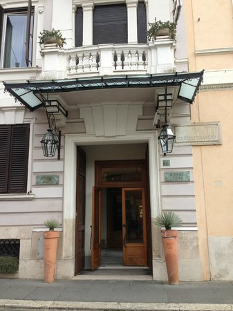 Hotel Alpi: Entry