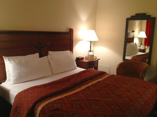 Santa Fe Sage Inn: Very comfortable large beds
