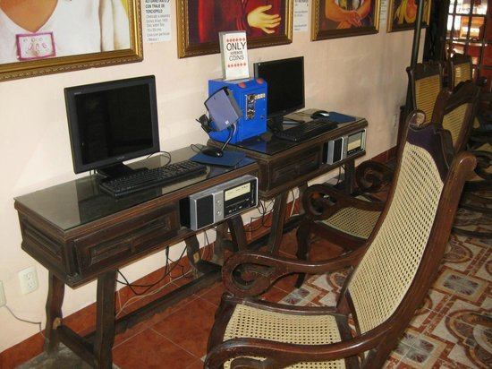 Hotel Dolores Alba Merida: Guest Internet computers in lobby