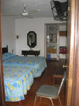 Hotel Dolores Alba Merida: A typical room in the older section.